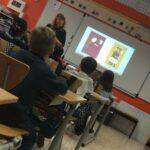 présentation du spectacle dans une classe de primaire